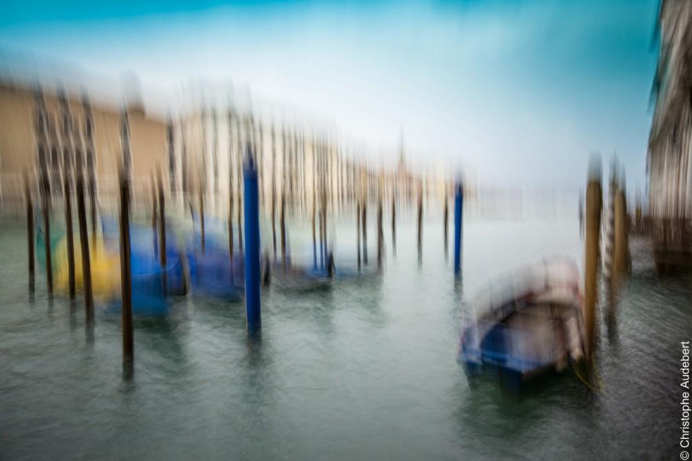 Barque et gondoles sur le grand canal de Venise, Italie