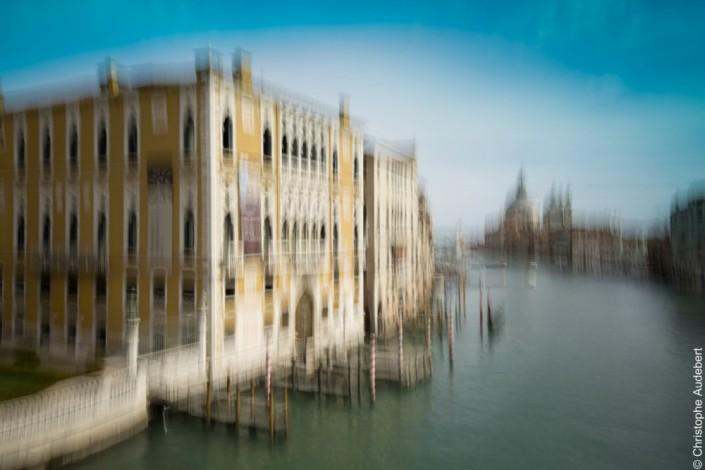 Palazzo musée au bord du grand canal avec effet de mouvement, Venise, Italie