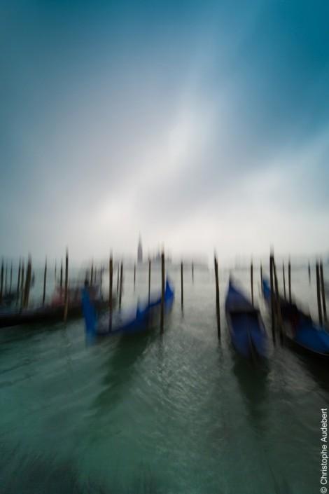 Gondoles face à la Giudecca avec effet de flou, Venise, Italie