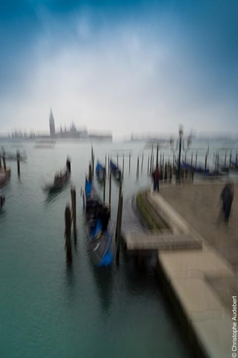 Gondoles avec effet de mouvement à Venise, Italie
