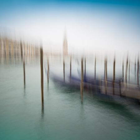 Gondoles avec effet de brume, Venise, Italie