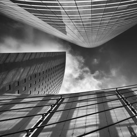 Immeubles et tours en contreplongée en noir et blanc - Paris, La Défense