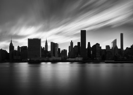 Manhattan skyline n&b en pose longue - New York