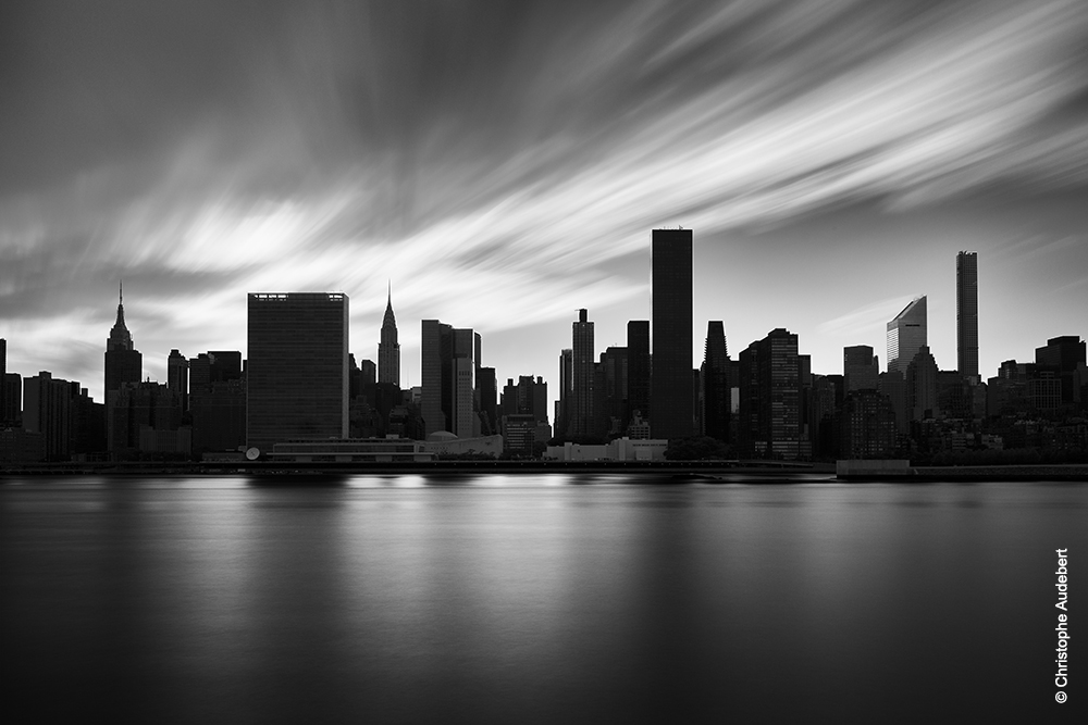 Manhattan skyline n&b en pose longue - New York